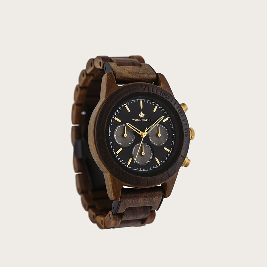The CHRONUS Cosmic Night features a classic SEIKO VD54 chronograph movement, scratch resistant sapphire coated glass and stainless steel enforced strap links. The watch is made of black sandalwood and has a black dial with golden details. Handcrafted to p