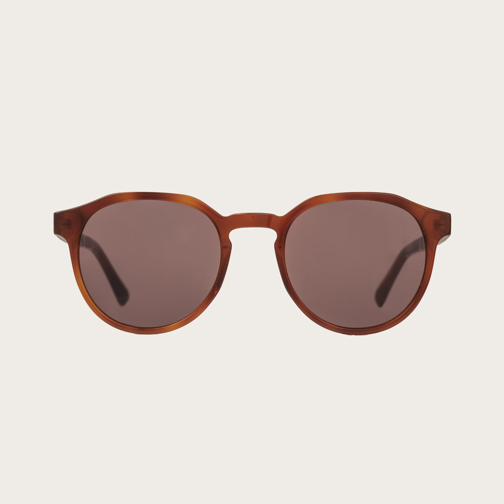 The REVELER Classic Havanas Brown features a sleek geometric dark yellow tortoise frame with mocha brown lenses. Composed of durable Italian Mazzucchelli bio-acetate with hand-finished natural ebony temples and tortoise acetate tips. Bio-acetate is made f