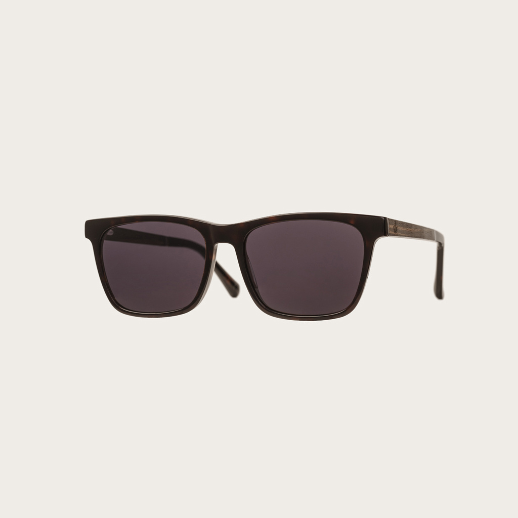 The BROOKLYN Forever Havanas Black features a squared dark brown tortoise frame with black lenses. Composed of durable Italian Mazzucchelli bio-acetate with hand-finished natural ebony temples and tortoise acetate tips. Bio-acetate is made from cotton and