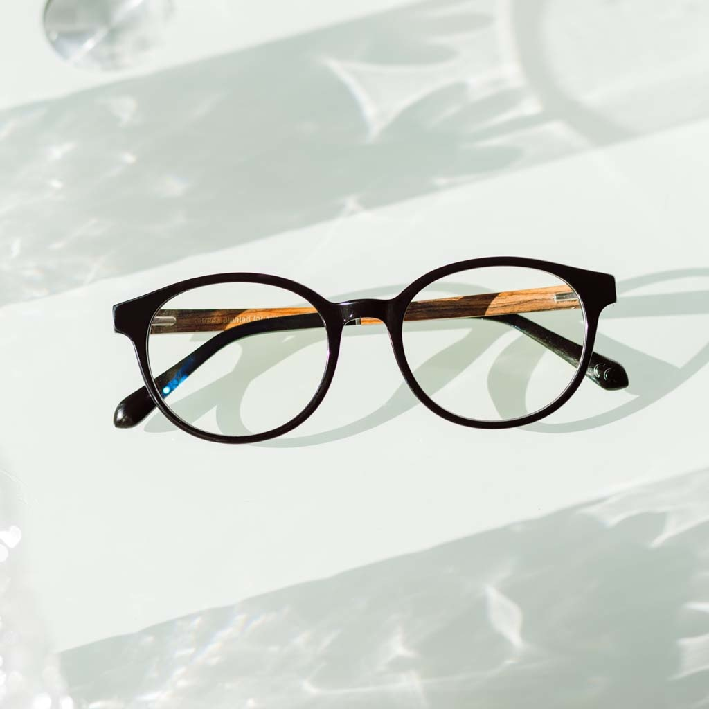Clear specs fitted with our BlueBlock lenses. Filter out harmful excess blue light which can cause eye strain, headaches and poor sleep. The SOHO Black black frame and is composed of durable Italian Mazzucchelli bio-acetate with hand-finished natural rose