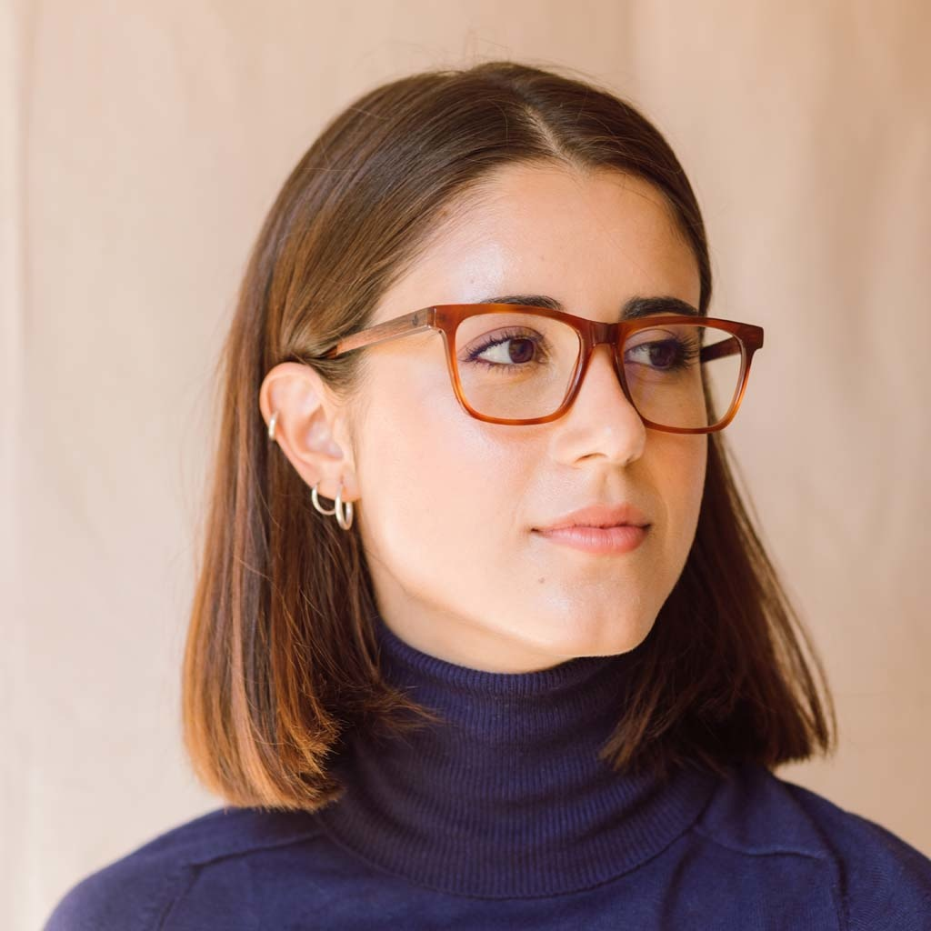 Clear specs fitted with our BlueBlock lenses. Filter out harmful excess blue light which can cause eye strain, headaches and poor sleep. The BROOKLYN Classic Havanas dark yellow tortoise frame and is composed of durable Italian Mazzucchelli bio-acetate wi