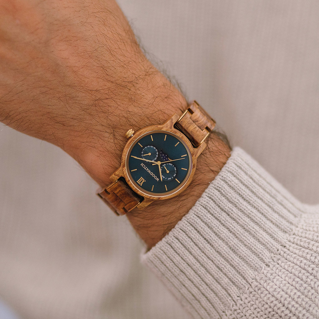 The CLASSIC Collection rethinks the aesthetic of a WoodWatch in a sophisticated way. The slim cases give a classy impression while featuring a unique a moonphase movement and two extra subdials featuring a week and month display.The CLASSIC Sailor is mad