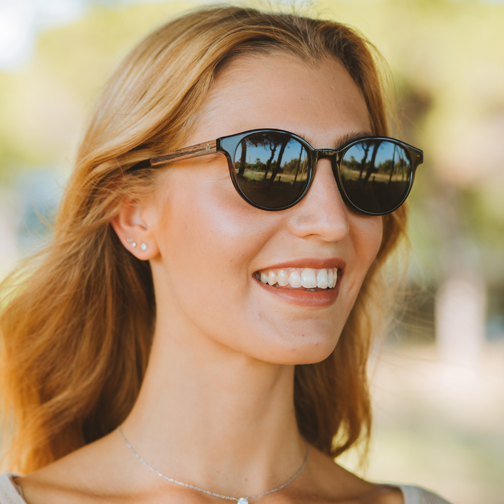 The SOHO Forever Havanas Black features an oval dark brown tortoise frame with black lenses. Composed of durable Italian Mazzucchelli bio-acetate with hand-finished natural ebony temples and tortoise acetate tips. Bio-acetate is made from cotton and organ