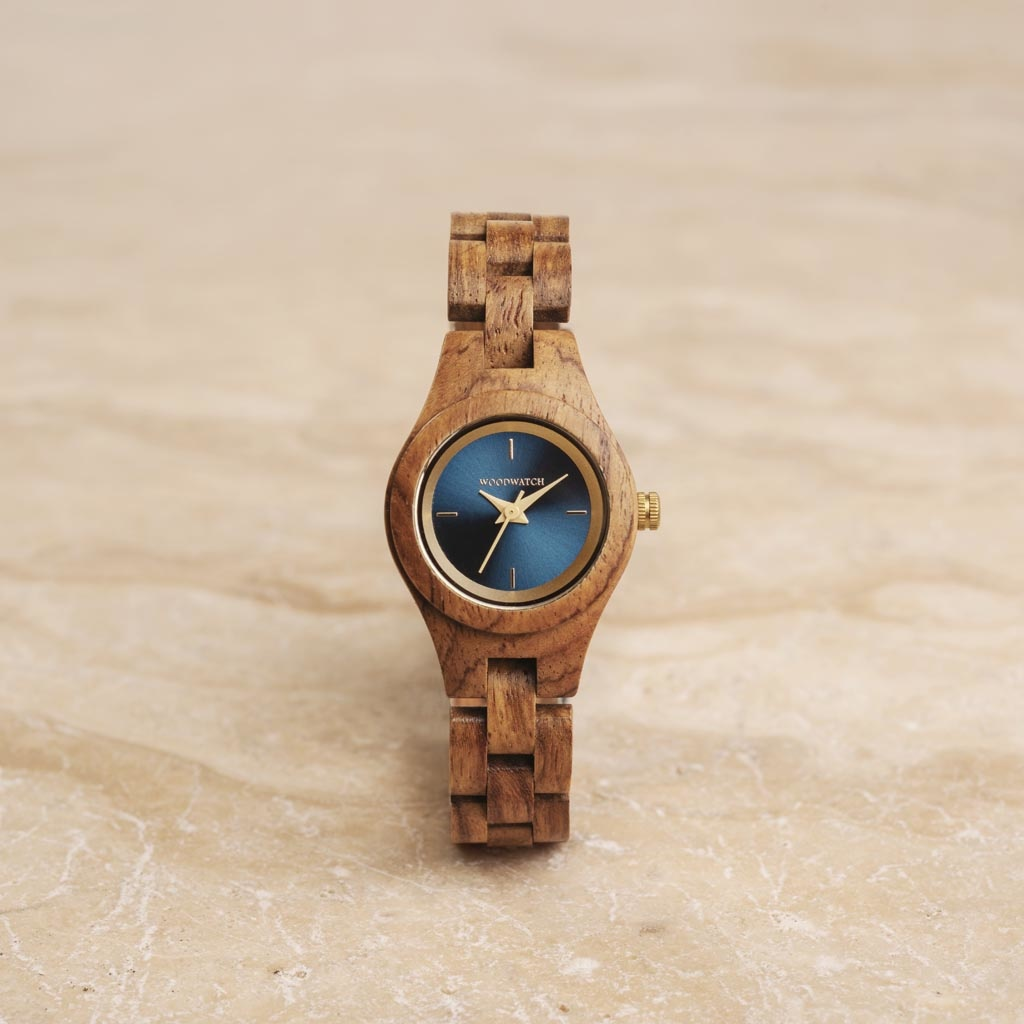 The Bluestar watch from the FLORA Collection consists of kosso wood that has been hand-crafted to its finest slenderness. The Bluestar features a dark navy blue dial with golden coloured details.