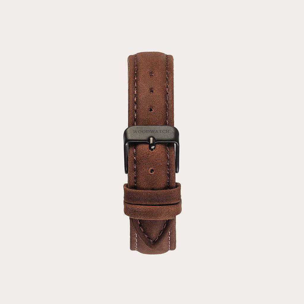 The Pecan Band is made of genuine leather and a metal buckle clasp and is naturally dyed with a light brown hue. The Pecan Band 16mm fits the CLASSIC Collection.