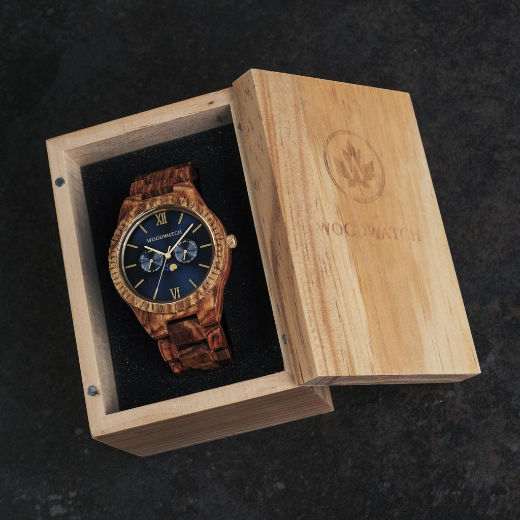 This premium designed watch combines natural wood type with a luxurious stainless steel dial and backplate. At the heart of the timepiece is a multi-function movement with two subdials featuring a week and month display. The GRAND Deep Ocean is made of Ko