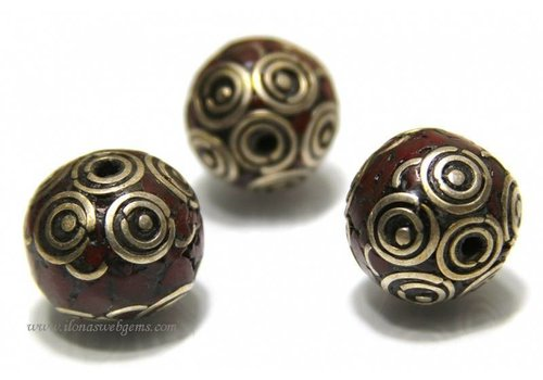 Tibetanische Perle mit Koralle