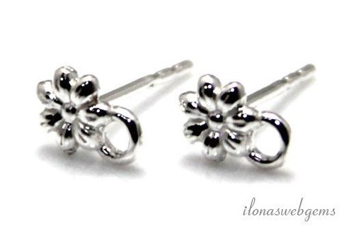 1 pair of Sterling silver stud earrings flower
