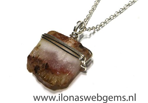 Inspiration Agate pendant with square silverfilled  thread
