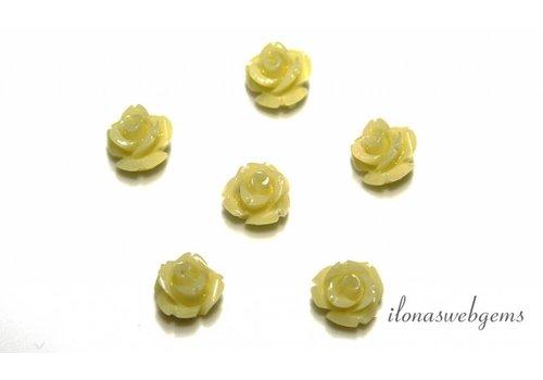 Koraal roosje wit/crème ca. 11x9mm (kraal)