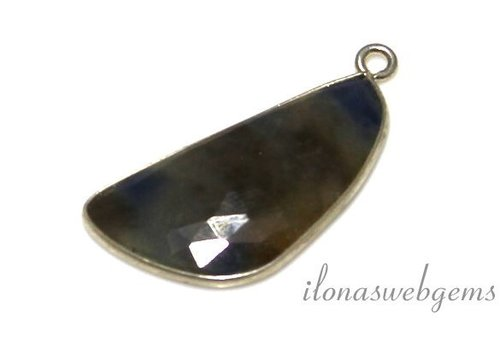 Sterling silver pendant with sapphire facet