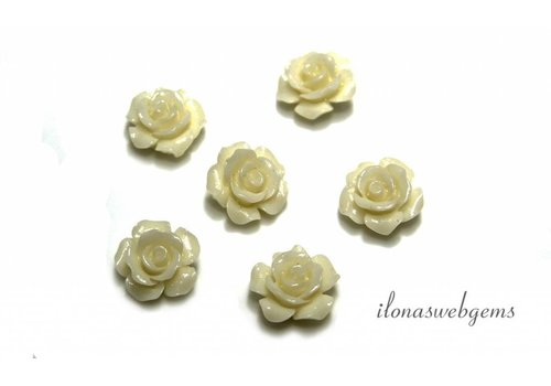 Koraal roosje wit/creme ca. 13mm (kraal)