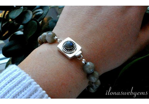 Inspiration: Labradorite bracelet with box lock