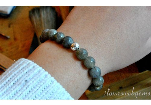 Inspiration: Labradorite bracelet on elastic