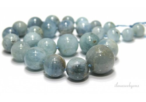 Aquamarine beads around ascending and descending of approx. 12 to 25mm