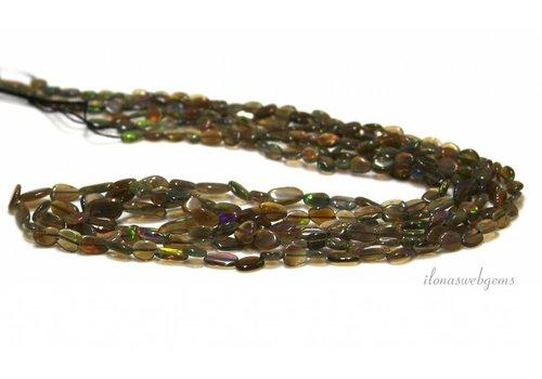 Schwarze Edelopal Perlen ca. 8x4x2.5mm