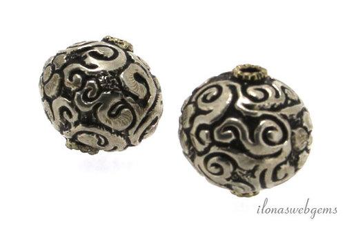 Tibetaans zilveren repousse kraal 22