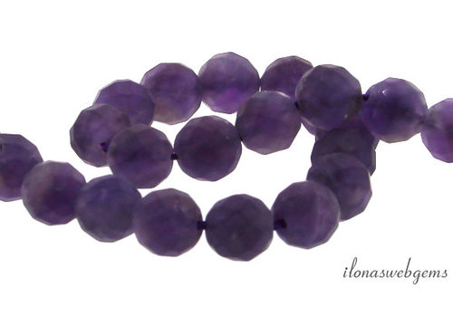 Amethyst beaded mat around large facet around 8mm