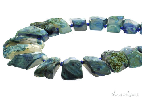 Agate choker blue ascending and descending from approx. 25x18x12 to 34x22x14mm