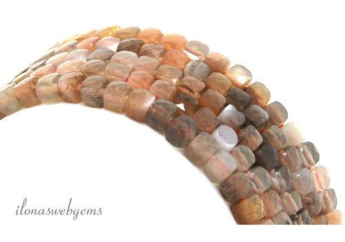 Maansteen kralen facet kubus ca. 4mm