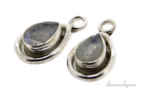 Sterling zilveren hangertje met Regenboogmaansteen ca. 15x9x4mm
