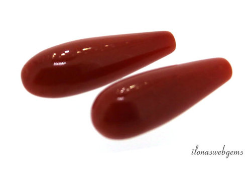 1 pair of Red coral 'Corallium Rubrum' pearls approx. 16x6mm