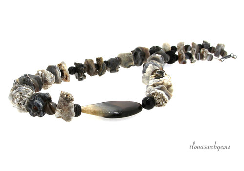 Necklace with Agate beads rough