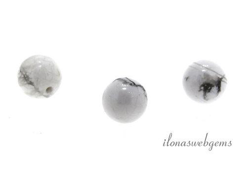1x Howliet wit kraal rond 8mm - half doorboord