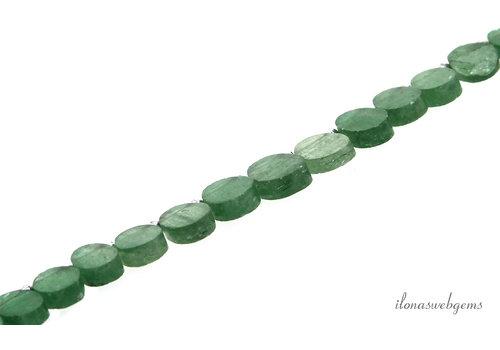 Groene Strawberry kwarts ovaal oplopend van ca. 7.5x10mm bij 13.5x10mm