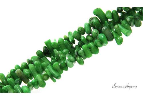 Koraal kralen groen stokjes ca. 12x4mm