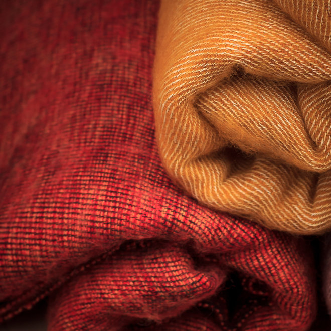 Omslagdoek maisgeel met yakwol uit Nepal