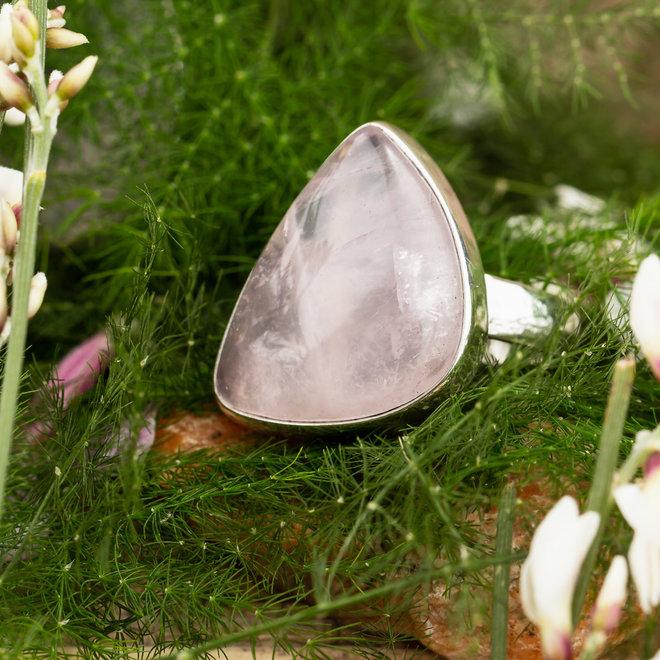 Rozenkwarts ring 'Nube', gezet in massief 925 zilver uit eigen atelier