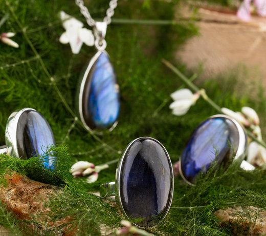 LiAtelier zit op Instagram @liatelier.edelstenen.sieraden. De sieraden die op Instagram staan zijn hier te koop in onze webshop