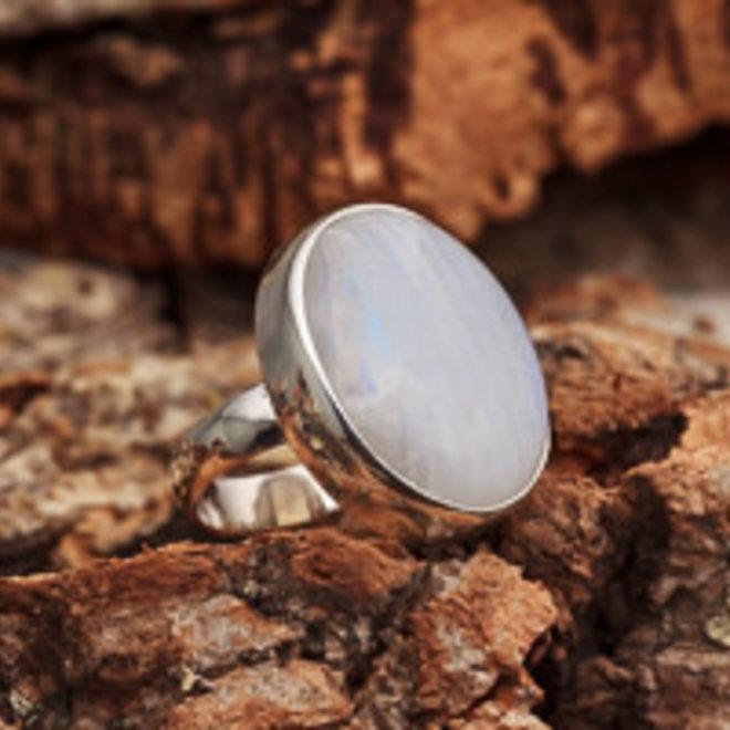 Maansteen ring 'Bulat', gezet in 925 zilver uit eigen atelier