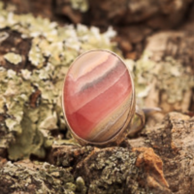 Rhodochrosiet ring 'Rosa', gezet in massief 925 zilver