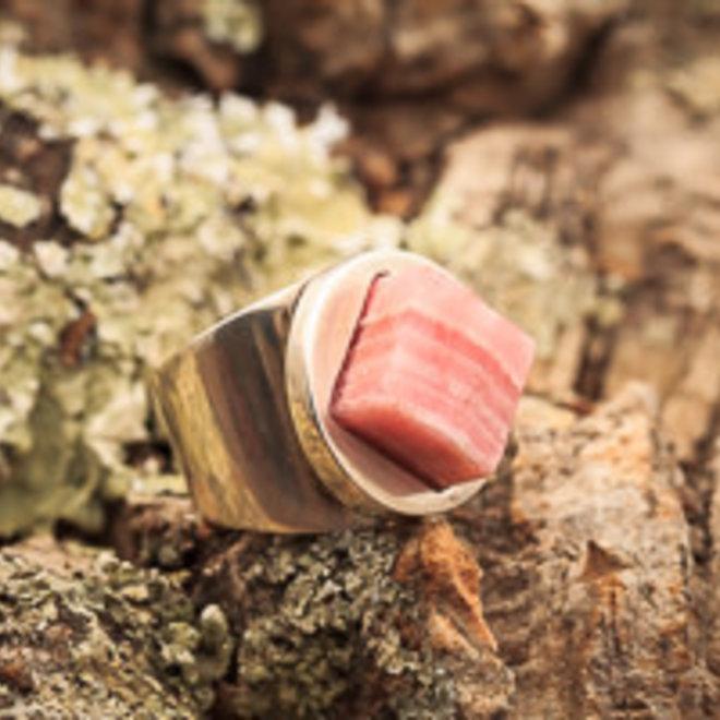 Rhodochrosiet ring 'Rhodon', gezet in massief 925 zilver