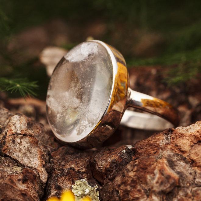Bergkristal ring 'Babak', gezet in 925 zilver uit eigen atelier