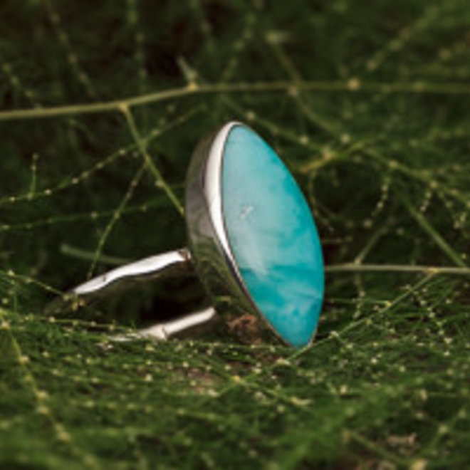 Larimar ring 'Almendra', gezet in massief 925 zilver