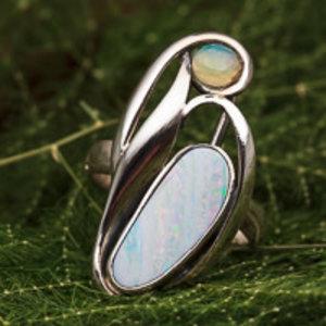 Ring Australische en Ethiopische Opaal Vrije Vorm