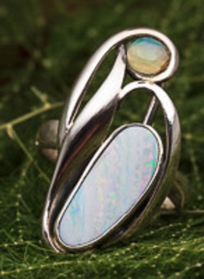 Australische en Ethiopische Welo opaal ring 'Tulipa' gezet in 925 zilver uit eigen atelier