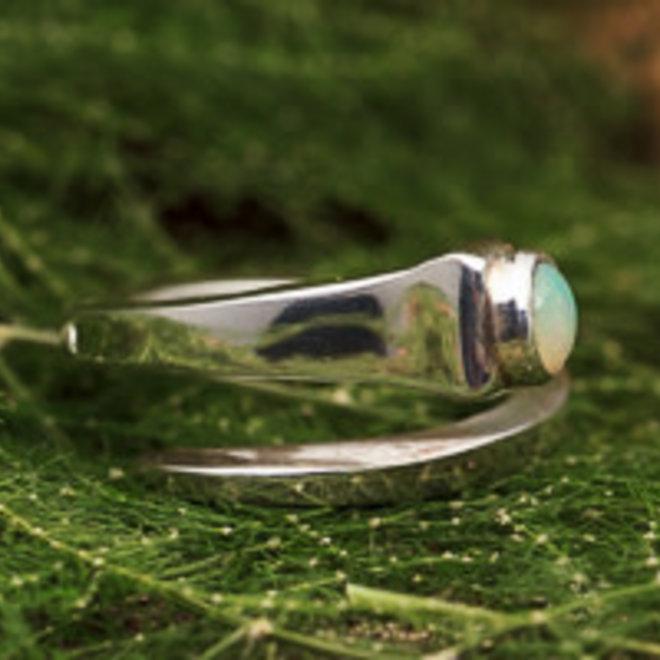 Ethiopische Welo opaal ring 'Aperta' gezet in 925 zilver uit eigen atelier