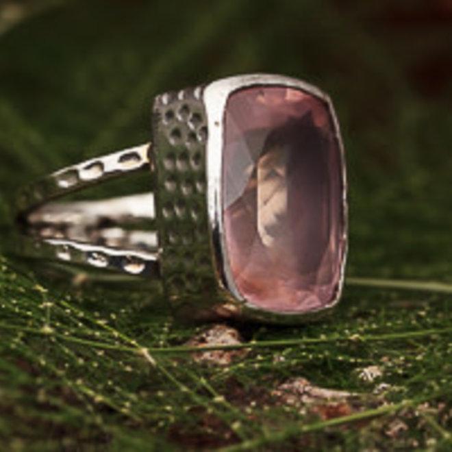 Rozenkwarts ring 'Lafiny', gezet in 925 zilver