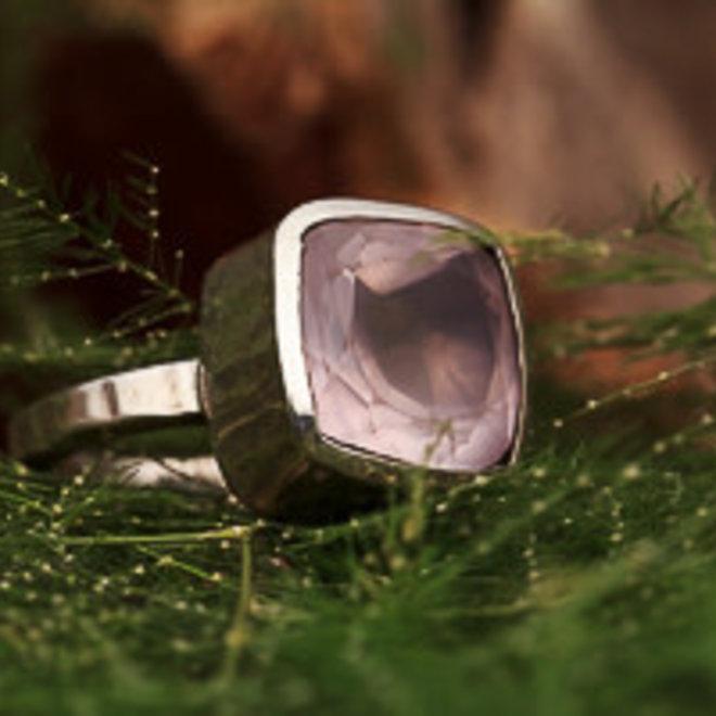 Ring Rozenkwarts Kussen Facet