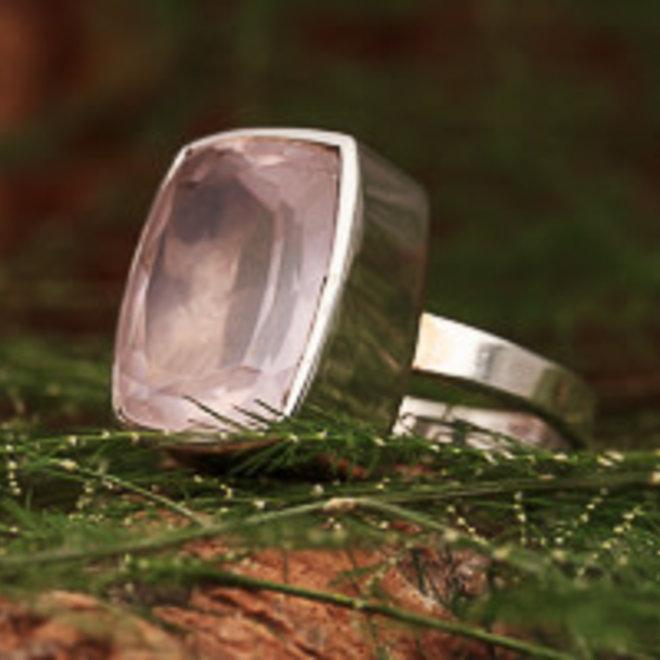 Rozenkwarts ring 'Ravi', gezet in 925 zilver