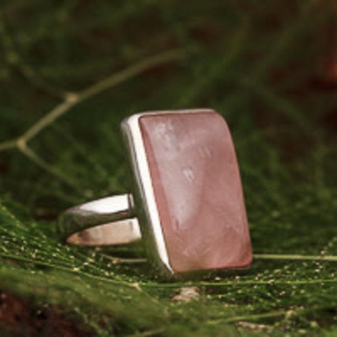 Rozenkwarts ring 'Ondana', gezet in 925 zilver