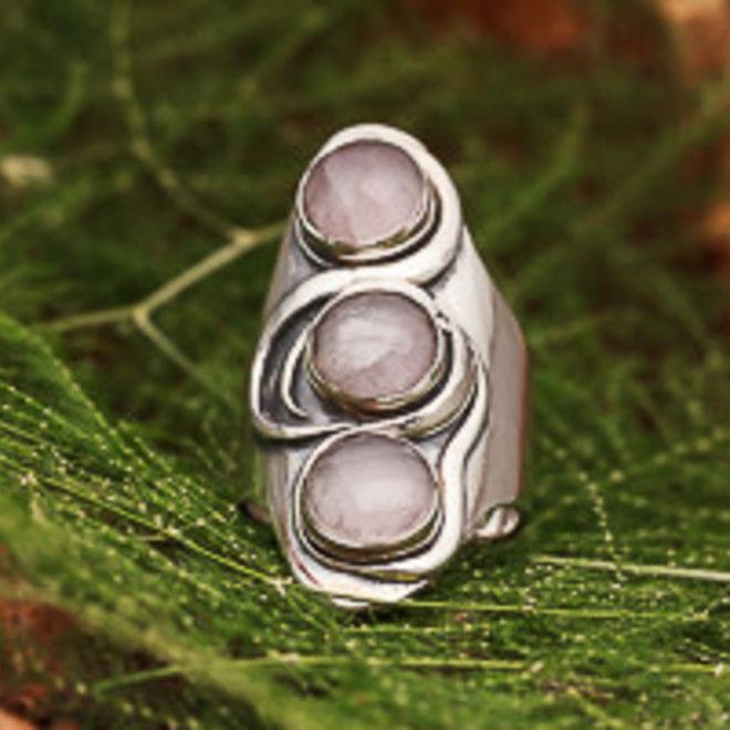 Rozenkwarts ring 'Rano', gezet in 925 zilver in eigen atelier