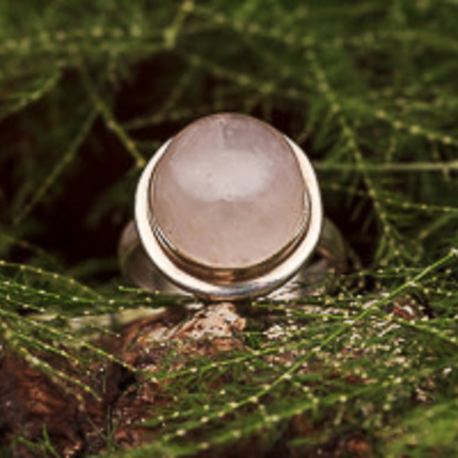 Rozenkwarts ring 'Baolina', gezet in massief 925 zilver