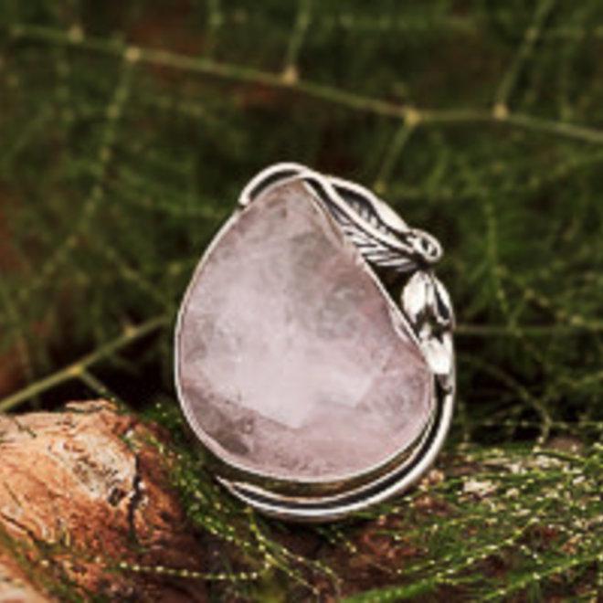 Rozenkwarts ring 'Poara', gezet in massief 925 zilver in eigen atelier