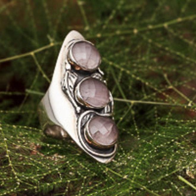 Rozenkwarts ring 'Telo', gezet in massief 925 zilver uit eigen atelier