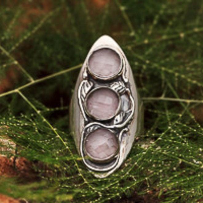 Ring Rozenkwarts Drie Stenen Floraal